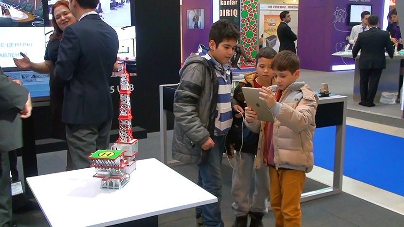 Even the youngest visitors of Bakutel exhibition were eager to try augmented reality.